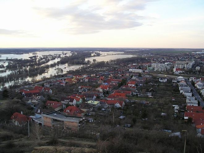"The flooded river Morava/ /March and the plain (Marchfeld), looking north-west over Devínska Nová Ves, outside Bratislava. Image by Vladimír Tóth under <a href=""http://creativecommons.org/licenses/by-sa/3.0/"">Creative Commons Licence</a>."